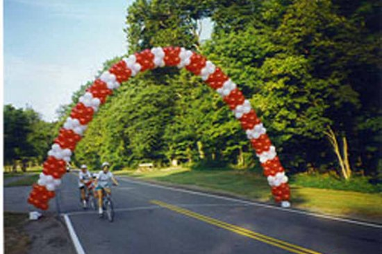 Outdoor Spiral Arch with Helium